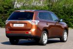 Mitsubishi Outlander 2013 3. Generation 2.0 MIVEC 2.2 DI-D Clean Diesel Plug-in-Hybrid SUV Crossover Offroader Heck Seite Ansicht