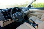 Mitsubishi Outlander 2013 3. Generation 2.0 MIVEC 2.2 DI-D Clean Diesel Plug-in-Hybrid SUV Crossover Offroader Interieur Innenraum Cockpit