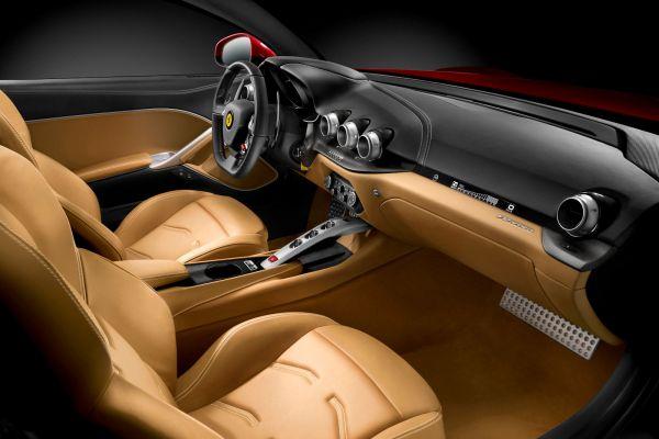 Ferrari F12 Berlinetta 6.3 V12 CCM3 F1-Trac E-Diff Aero Bridge Interieur Innenraum Cockpit