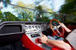 Eagle Jaguar E-Type Speedster - Innenraum Cockpit rotes Leder Lenkrad Schaltknauf Mittelkonsole Amaturenbrett Tacho