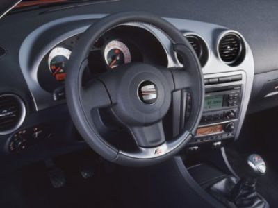 Cockpitoberfl chen armaturenbrett farbe beim 6l seite for Seat ibiza innenraum