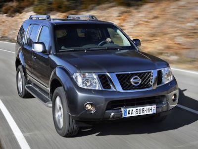 Nissan pathfinder und navara offroad facelift mit neuer for Exterieur pathfinder