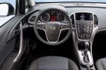 Opel Astra GTC 1.6 SIDI Turbo Benziner Overboost ActiveSelect Interieur Innenraum Cockpit