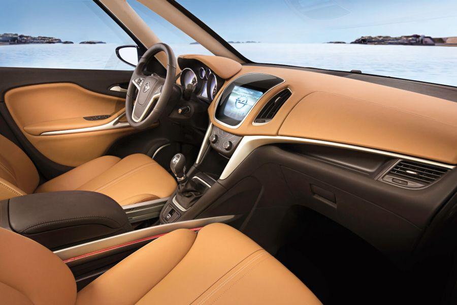 Opel zafira tourer concept eine luxus lounge auf r dern for Interieur zafira tourer