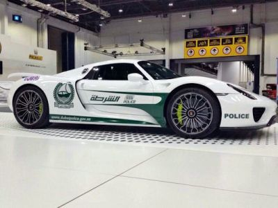 Porsche 918 Spyder Spider Polizeiauto Dubai Police Supersportwagen Plug-in-Hybrid Elektromotor V8