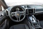 Porsche Cayenne S E-Hybrid Facelift 2015 Sport SUV V6 Kompressormotor Elektromotor PCM PASM Sport Chrono Paket PAS Surround View Interieur Innenraum Cockpit