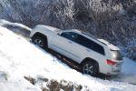 Jeep Grand Cherokee 5.7 V8 HEMI Test - Seite Ansicht seitlich Berg Anfahrt