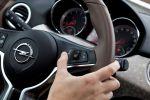 Opel Adam Siri Eyes Free IntelliLink Spracheingabe Sprachsteuerung iPhone Kleinstwagen 1.2 1.4 Jam Glam Slam Smartphone Interieur Innenraum Cockpit Lenkrad