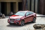 BMW X6 M50d F16 2015 Crossover SUV Coupe Twin Power Turbo Diesel Allrad Steptronic Servotronic Torque Vectoring Fahrerlebnisschalter Sport Comfort Eco Pro iDrive Control Display Dynamic Performance Control BMW Connected Drive Apps Smartphone Internet Online Fahrerassistenzsystem Fahrerassistent Night Vision Driving Assistent Plus Surround View Front Seite