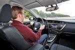 toyota auris hybrid test - executive vollhybrid synergy drive 1.8 benzinmotor elektromotor schrägheck kompaktklasse kompaktwagen touch go eco power interieur innenraum cockpit christian brinkmann