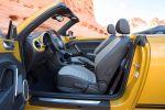 VW Volkswagen Beetle Dune Cabrio Crossover Offroad Canyon Käfer Sandstorm Yellow Metallic Internet Smartphone App Connect Konnektivität Interieur Innenraum Cockpit