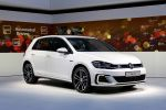Volkswagen VW Golf 7 GTE 2017 Facelift 1.4 TSI Elektromotor Plug-in-Hybrid DSG Doppelkupplungsgetriebe Active Info Display volldigitales Cockpit Discover Pro Infotainment Gestensteuerung Smartphone App Connect Media Control Guide Inform Security Service Sicherheit Assistenzsysteme Front Assist Emergency Assist Trailer Assist City-Notbremsfunktion Front Seite