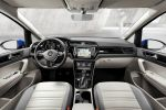 VW Volkswagen Touran 2015 Familien Kompakt Van TDI TSI DSG DCC Fold-Flat-Sitzanlage  ISOFIX Front Assist ACC City-Notbremsfunktion Trailer Assist Side Assist App Connect Internet Smartphone MirrorLink Android Auto CarPlay Interieur Innenraum Cockpit