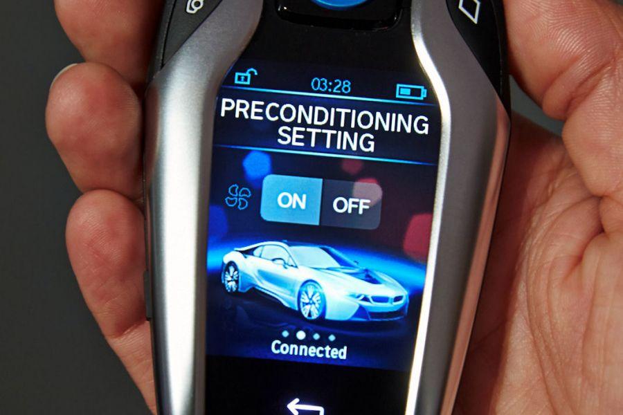 bmw display schluessel mit touchscreen geht   serie