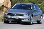 vw volkswagen passat 2.0 tdi biturbo b8 2015 test limousine turbodiesel 4motion allrad dsg doppelkupplungsgetriebe highline active info display virtuelles cockpit head-up-display mirrorlink smartphone wlan internet emergency assist trailer assist acc dynamic light assist dcc park assist probefahrt fahrbericht review front seite